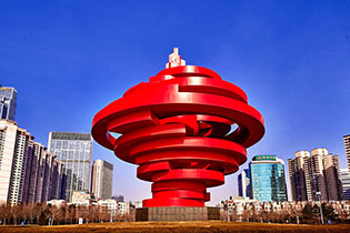 青岛五四广场雕塑《五月的风》